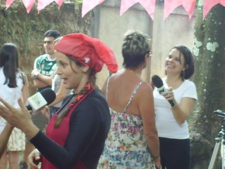 A presidenta da Cooeducarte dá entrevista à tv