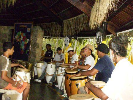 Oficina de percussão no Quilombo da Vila Esperança