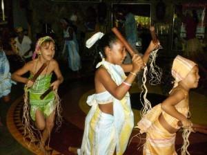 Ojó Odé: Maculelê (dança e toque)