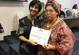 Diretora da Escola recebe Comenda Maria da Penha em Goiânia