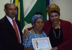 Tia Rô recebe homenagem na câmara municipal