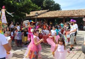 """Carnaval no Mercado: """"Bloco Asas"""" e """"Bloco da Vila"""""""